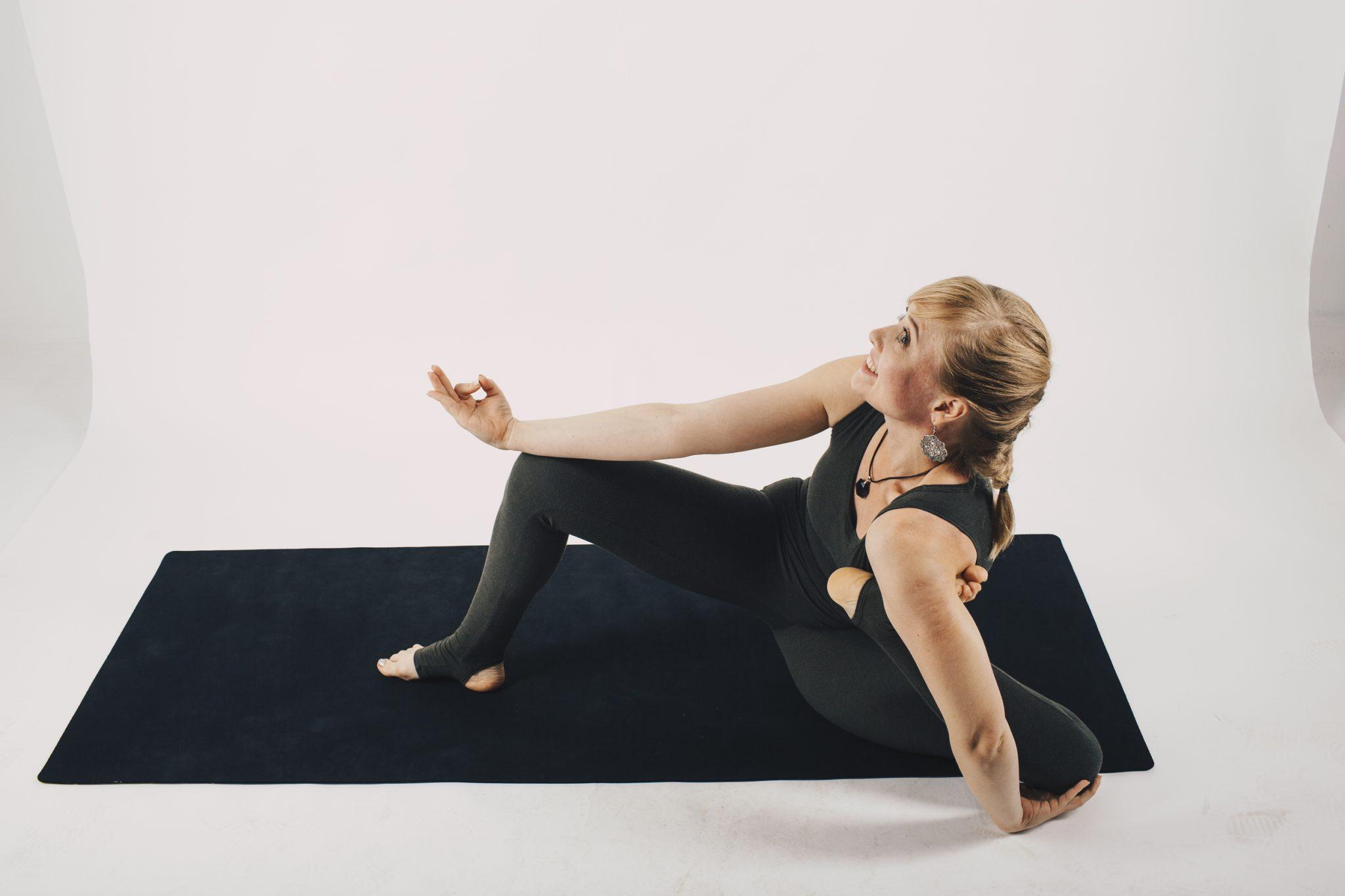 Йога-дандасана Елена Бакай